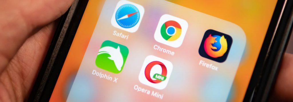 Mobilskjerm med nettleserapper, safari, Chrome, Firefox, Dolphin X og Opera. Bilde